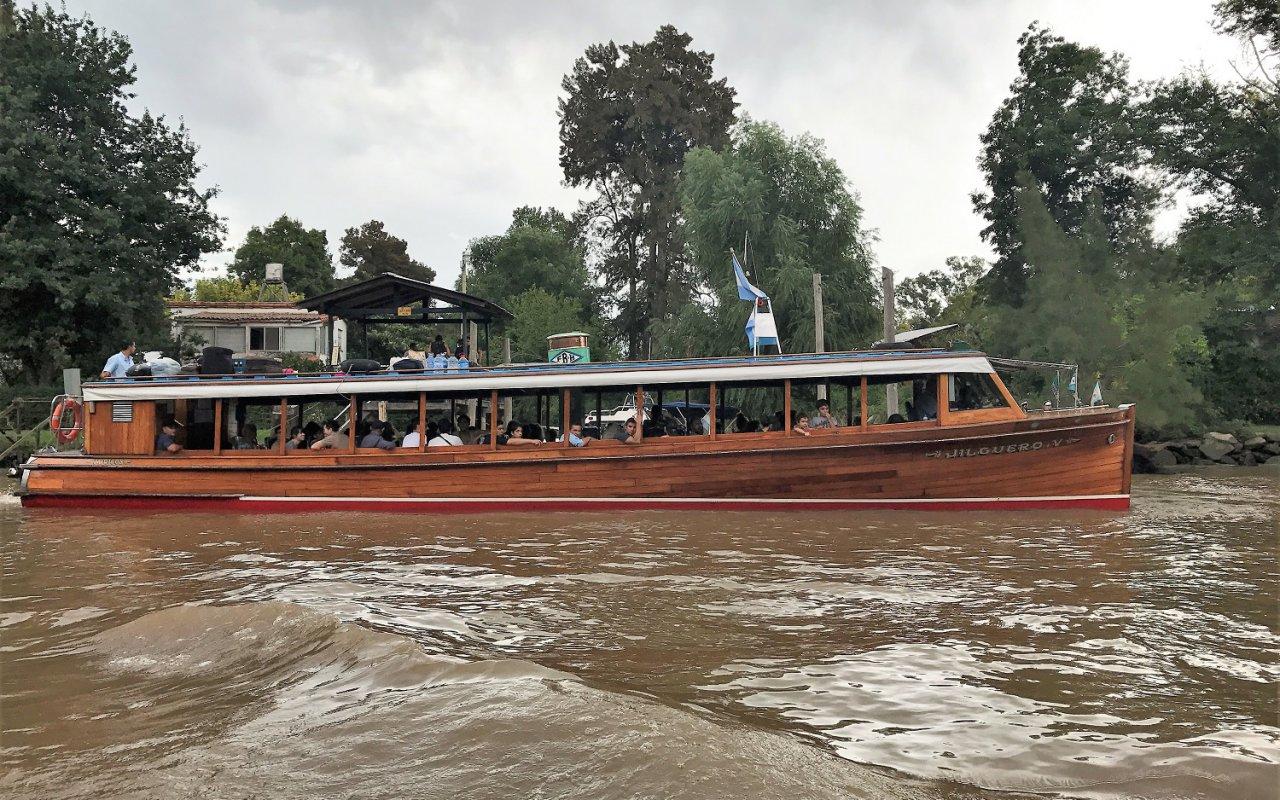Navigation en lancha sur les eaux tranquilles du Delta del Tigre, Buenos Aires, Argentine