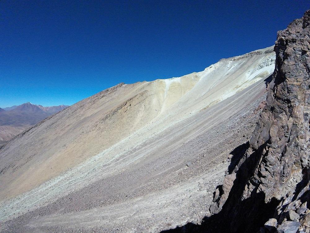 Volcan Ollague à 300 mètres du sommet – voyage volcans de bolivie
