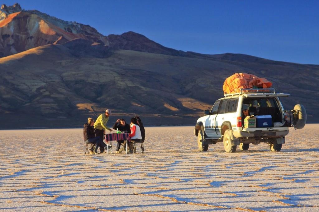 Apéro au coucher du soleil – Salar Uyuni – Bolivie