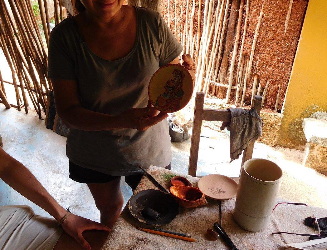 Patricia dans son atelier – Voyage au Yucatan