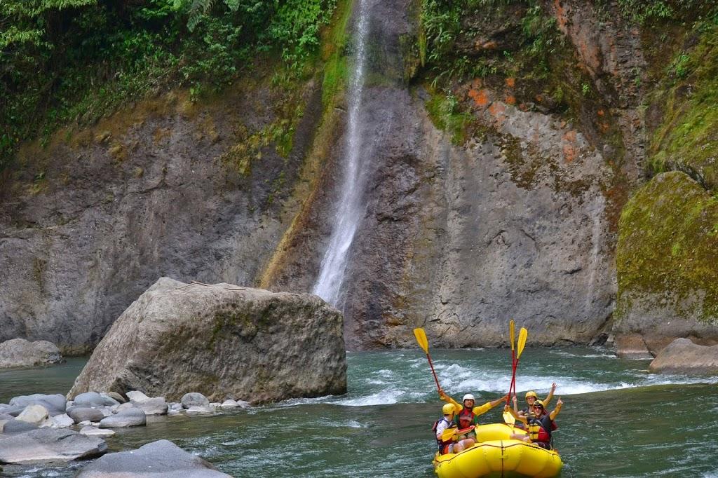 Les rames victorieuses de la descente en rafting – Costa Rica