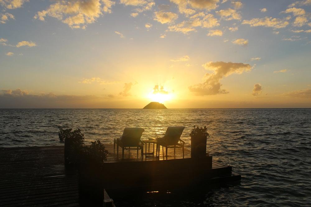 Lever de soleil sur le ponton du Deep Blue, Colombie