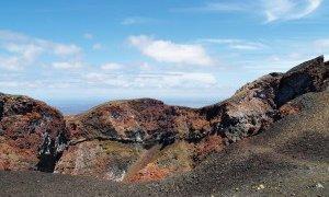 Lave multicolore sur le volcan Chico à Isabela – Galapagos