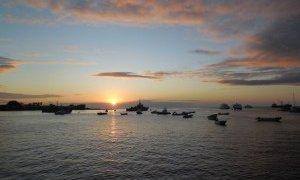 Coucher de soleil depuis le port de San Cristobal – Galapagos