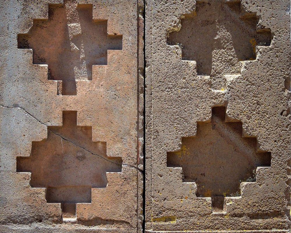 Édifice décoré de 4 chacanas, Tiwanaku
