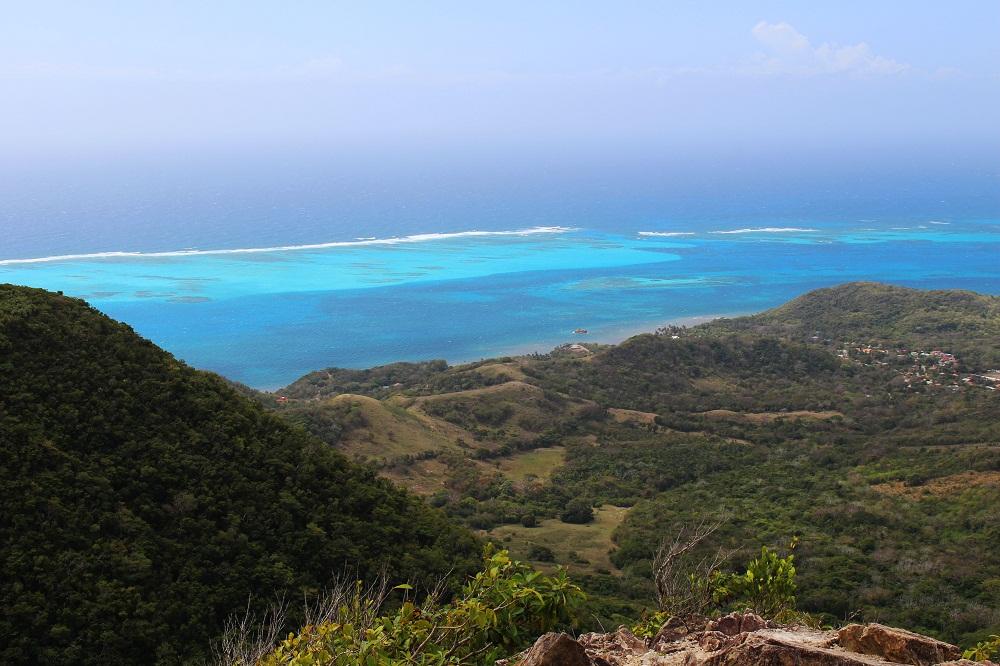 Vue depuis le Peak sur la barrière de corail- Providencia