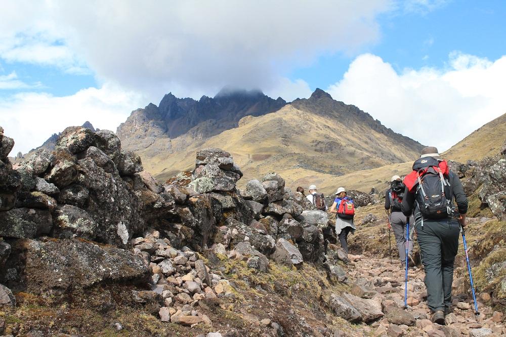 La difficile montée du col de Yanacocha à 4 550 m