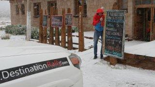 Antoine sous la neige au Paso de los Libertadores – Argentine, Chili