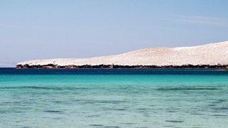 Basse Californie – roche volcanique plongeant dans la mer