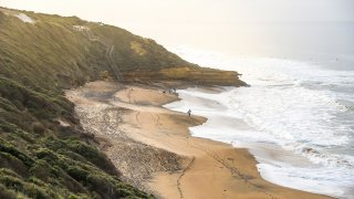 Bells Beach près de Torquay et la Great Ocean Road en Australie © zephyr_p