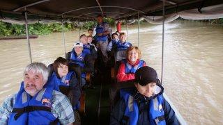 Navigation en canoë à moteur – Amazonie, Equateur