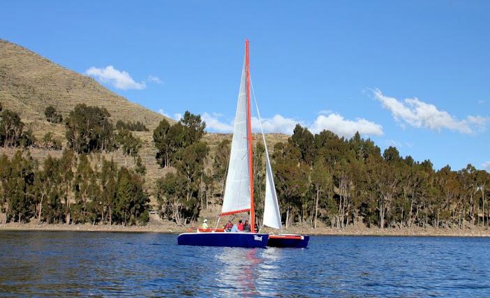Catamaran sur le Lac Titicaca – Bolivie