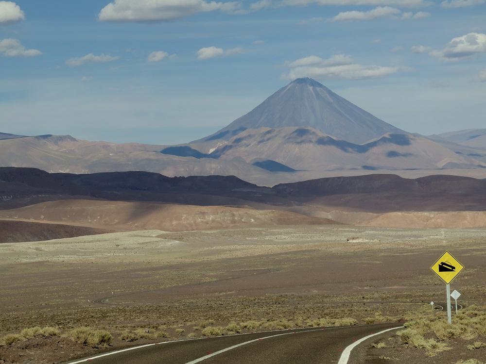 Vue sur le volcan Licancabur – Chili