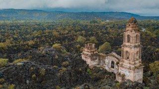 Ruines de l'église de San Juan Parangaricutiro – Mexique – © JoseLuis/stock.adobe.com