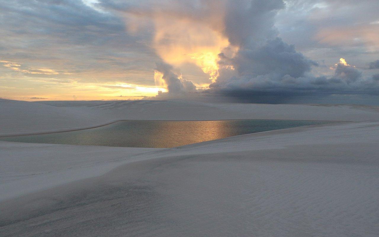 Coucher de soleil dans les Lençois Maranhenses – voyage Brésil Nordeste