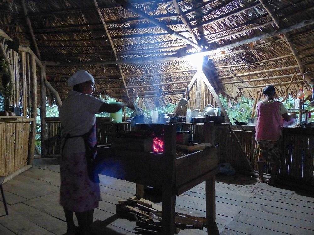 Dégustation de patacones à l'auberge Koswak