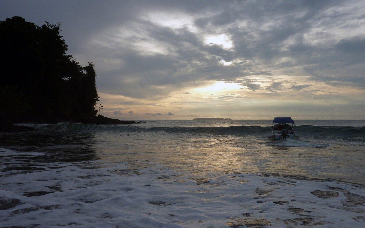 Départ de la navigation depuis la plage de San Josecito – Osa, Costa Rica