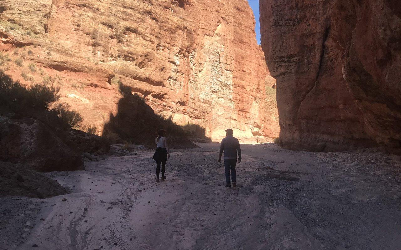 Elise H. et Grover au coeur du canyon de Torre Campana – voyage bolivie sud lipez