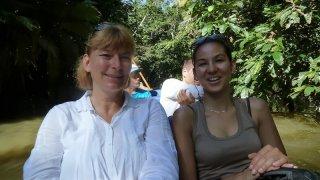 En pirogue sur le Rio Napo en Amazonie équatorienne