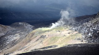 Fumerolles sur le volcan de Azufre – Galapagos