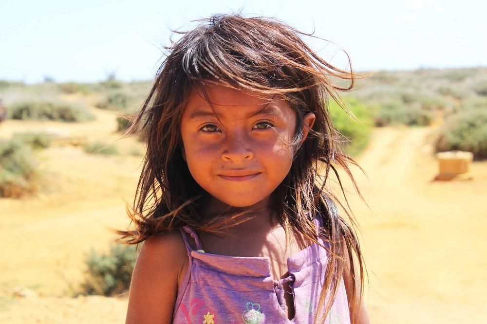 Petite fille Wayúu rencontrée au puit du village – Colombie