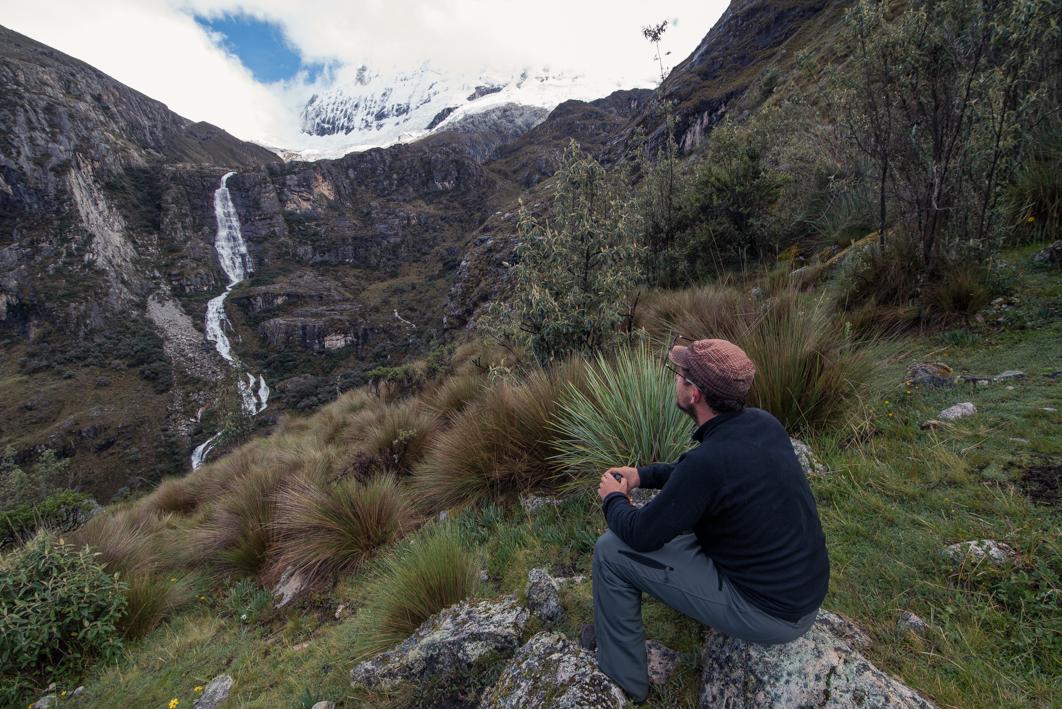 En route pour la Laguna 69 : petite pause pour admirer le paysage – Huaraz, Pérou