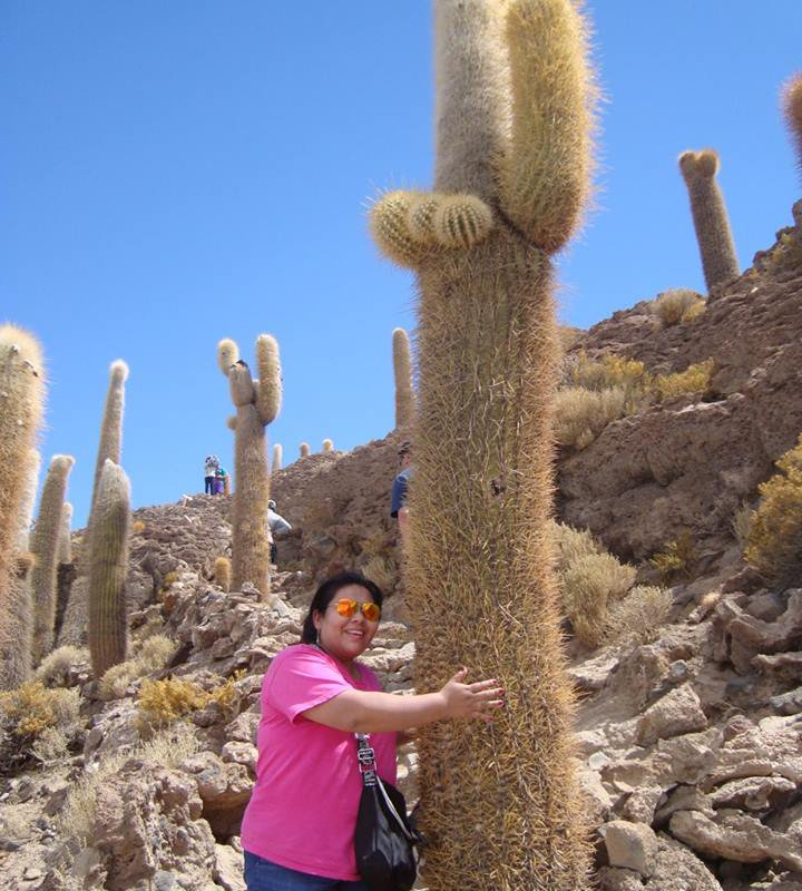 Paola à l'Isla Incahuasi – Salar Uyuni, Bolivie