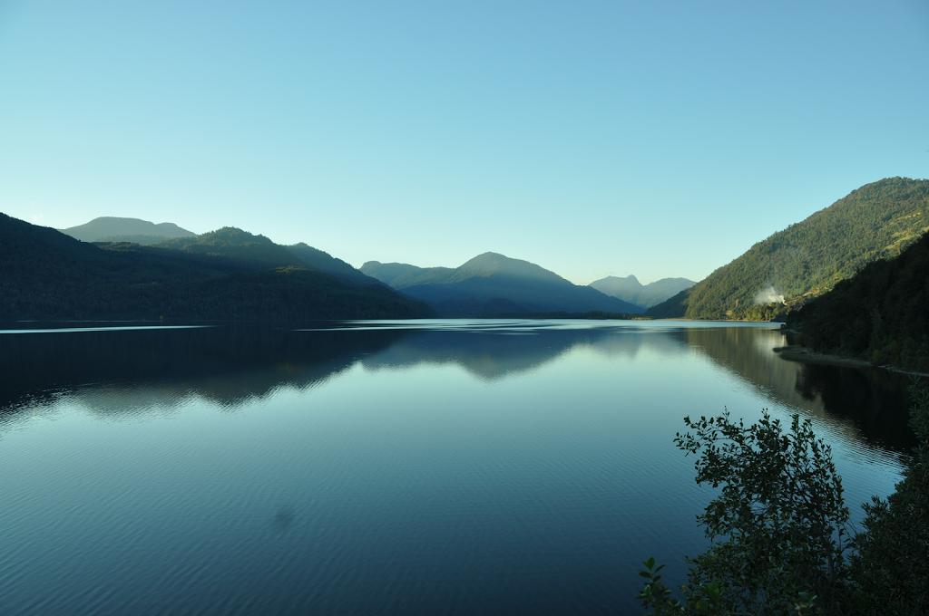 Les lacs sur la route de la réserve de Huilo Huilo