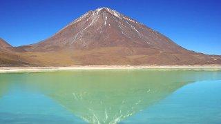 Des Boliviens découvrent le Salar d'Uyuni
