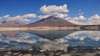 Laguna Verde, reflet du volcan Ojos del Salado – Chili