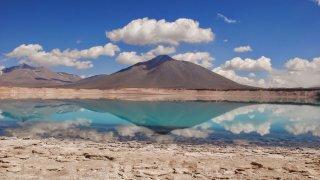 Laguna Verde, reflet sur l'eau turquoise – Chili