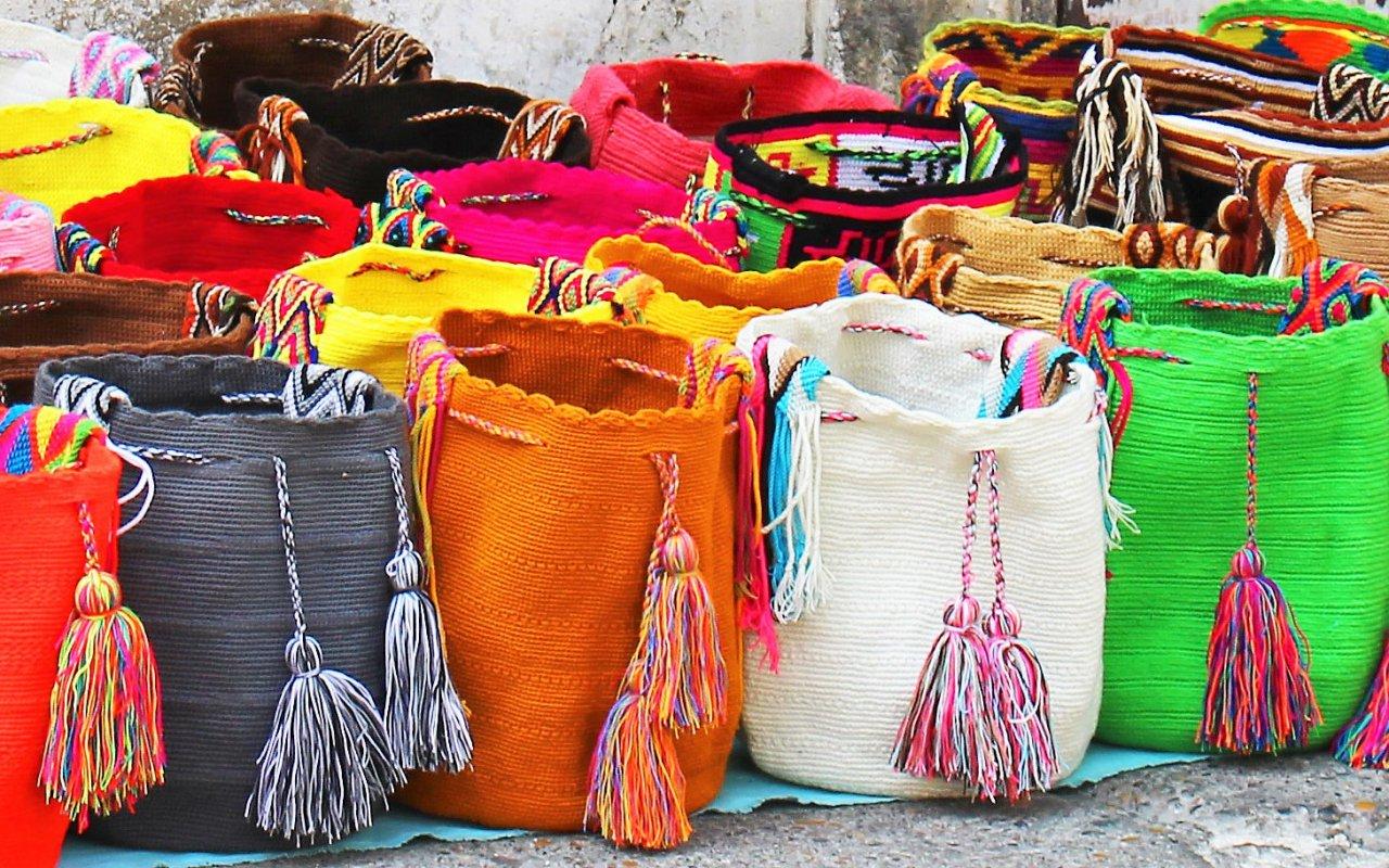 Le tissage coloré fait partie de la culture Wayuu – La Guajira, Colombie