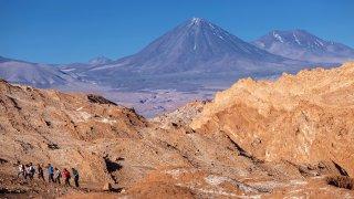 volcan Licancabur , frontière Bolivie et Chili – volcans Amérique Latine – © sunsinger/stock.adobe.com