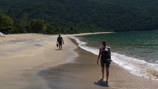 Marche sur la plage au Brésil