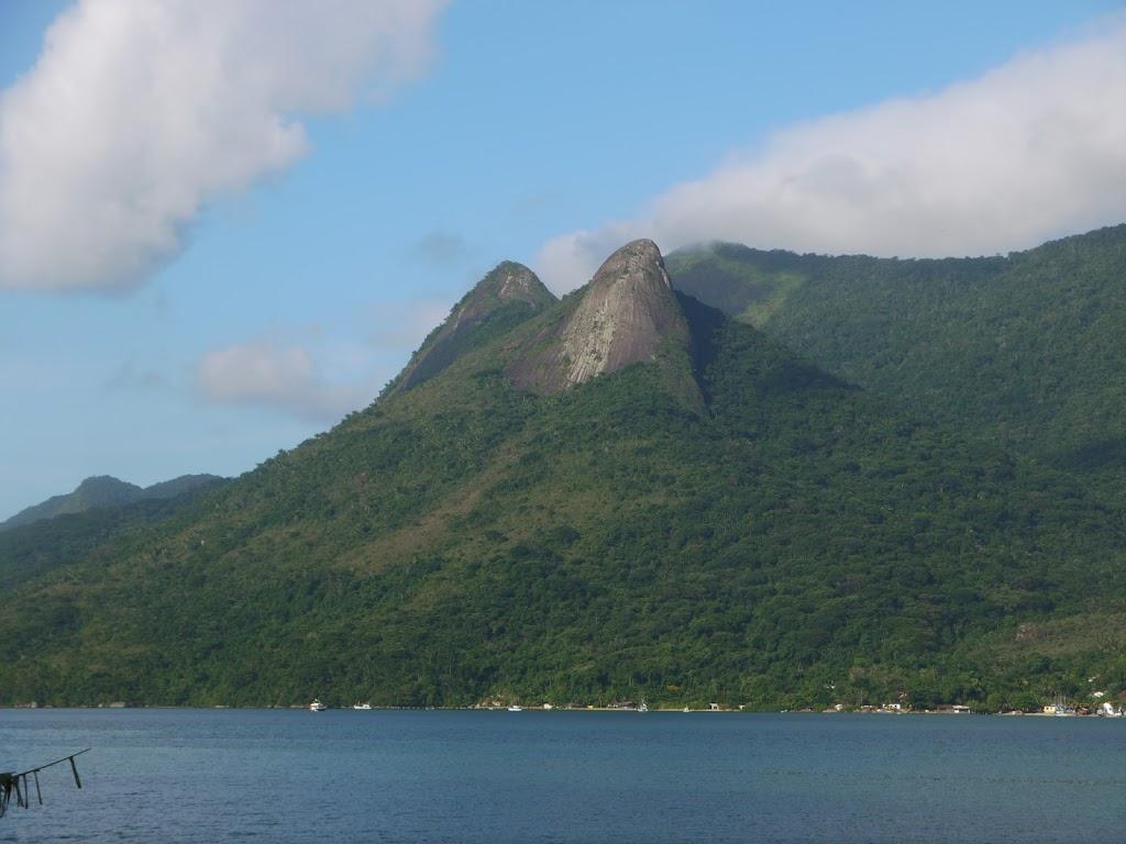 Montagne surplombant le fjord