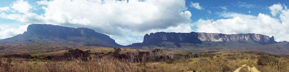 Panorama Monte Roiraima et Monte Kukenan – Brésil