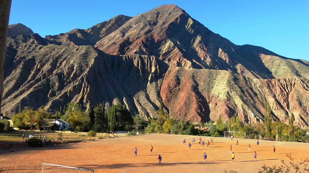 Purmamarca, match de foot en altitude – voyage au far west argentin
