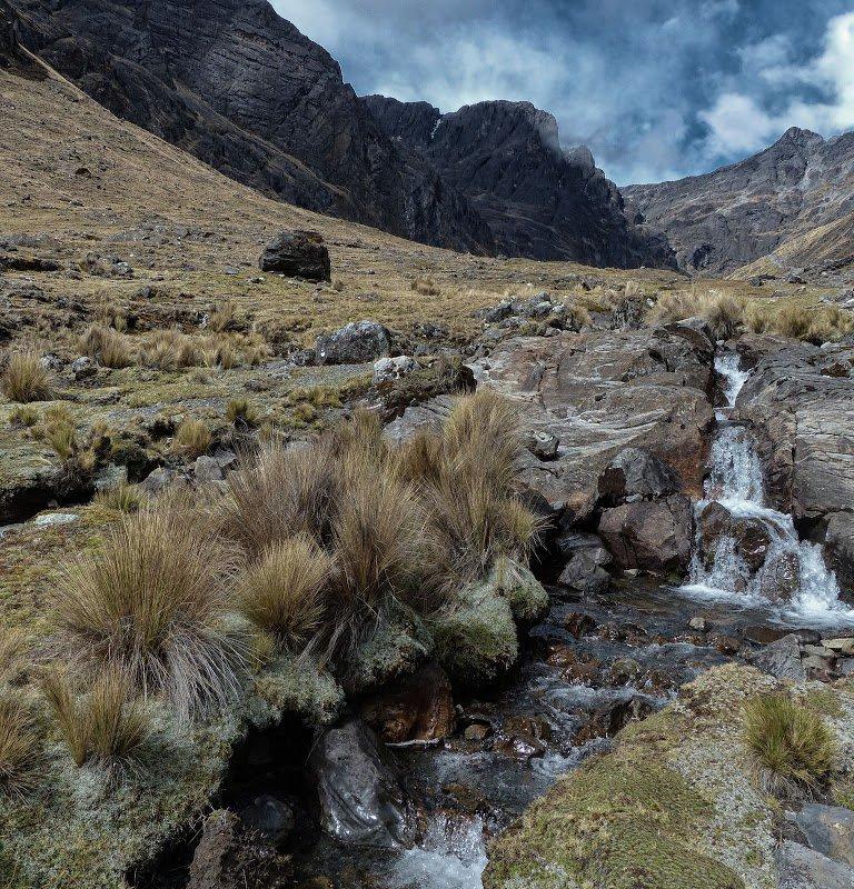 Cours d'eau dans la vallée – Bolivie
