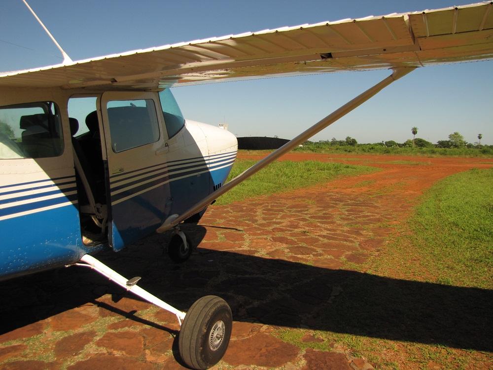 Mon petit avion avant décollage d'Aquidauana vers le Pantanal