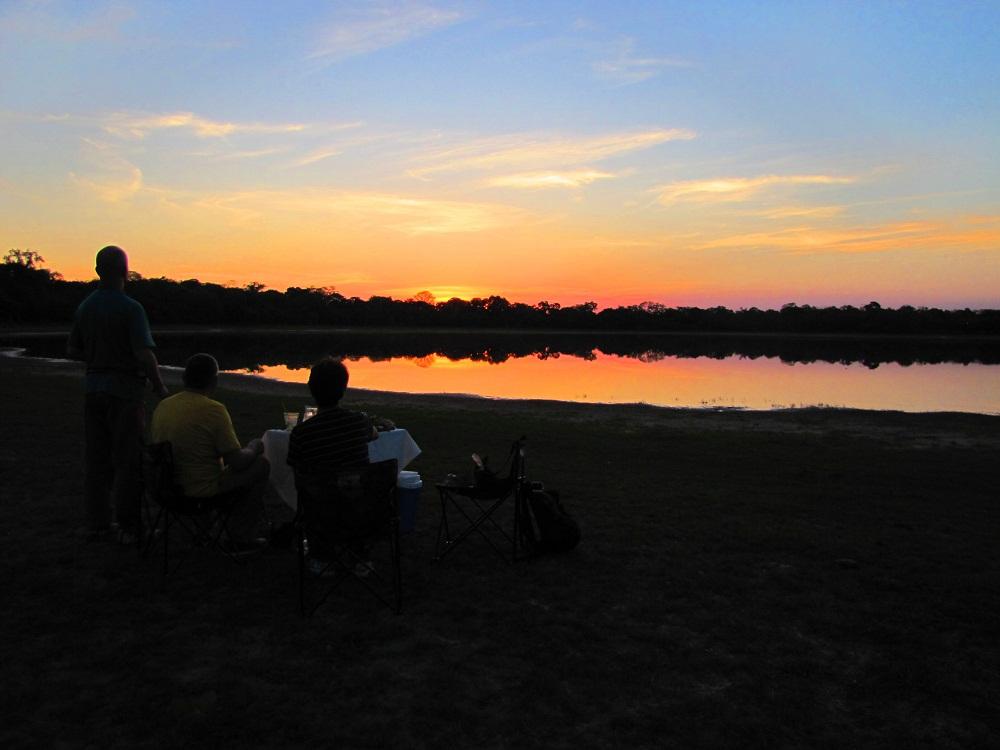 Safari Jeep – Coucher de soleil sur les salines – Pantanal, Rio Negro