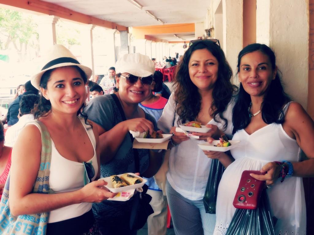 Petit déjeuner de panuchos pour Fernanda, Claudia, Vania et Carola – Uman, Yucatán, Mexique