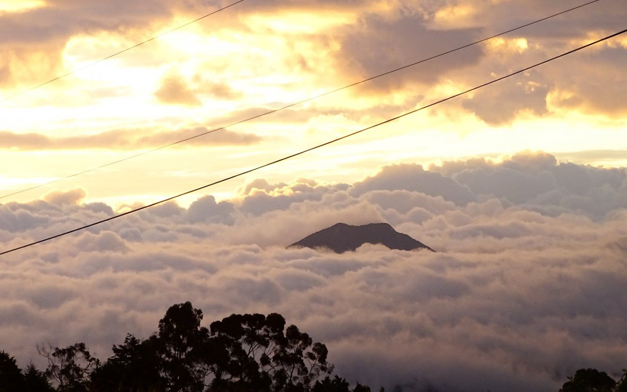 Coucher de soleil – volcans en Equateur – Terra Ecuador