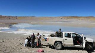 Pique-nique à la Laguna Blanca – La Puna argentine