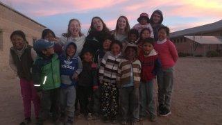 Rencontre avec les enfants du village – voyage bolivie sud lipez