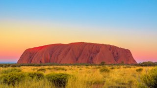 Uluru Ayers Rock – Explorers Highway en Australie © bennymarty