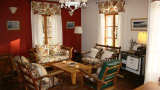 Un des salons de l'Estancia Nibepo Aike – El Calafate, Patagonie argentine