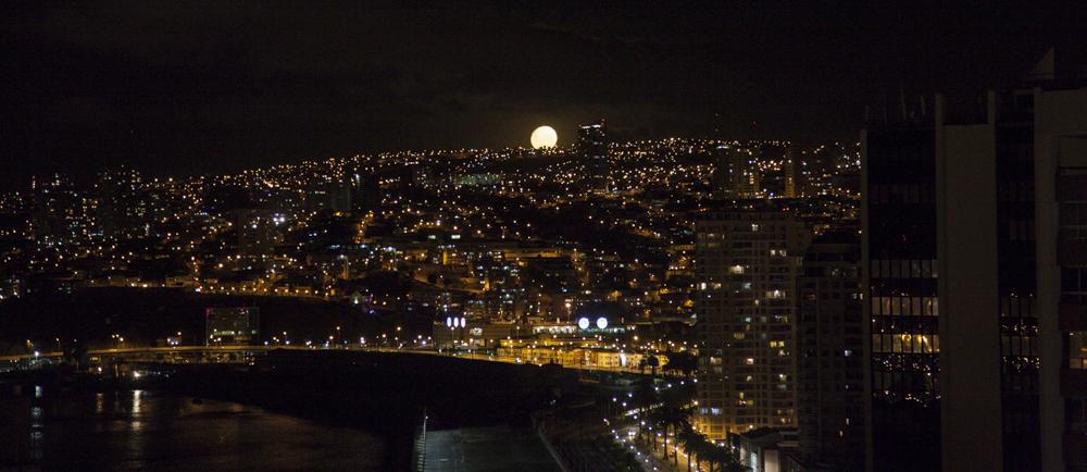 Vue depuis le toit de l´hôtel Manoir Atkinson à Valparaiso