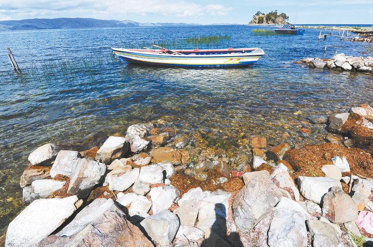 Vue sur le Lac Titicaca et l´île Sunata