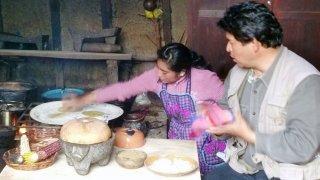 Préparation de la tortilla traditionnelle – Zinacantán, Chiapas, Mexique